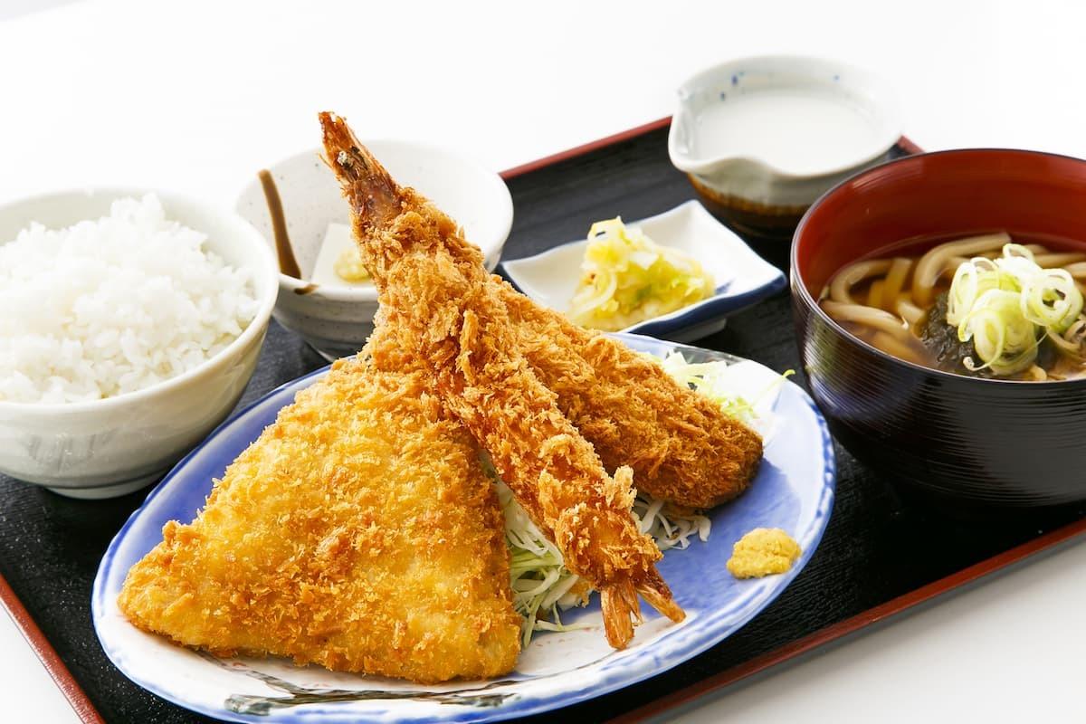 海鮮ミックスフライ定食(店頭価格 860円 税抜)