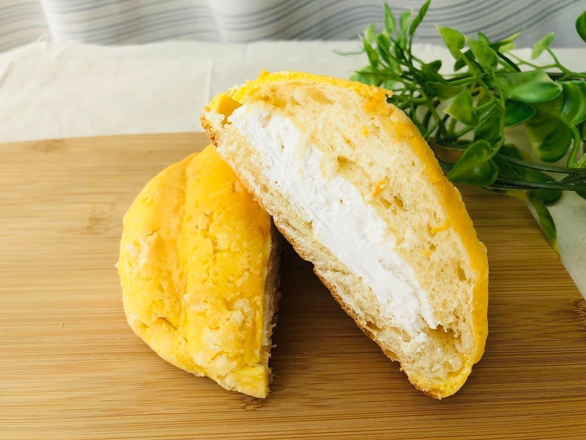 ローソンザクザククッキーホイップメロンパン