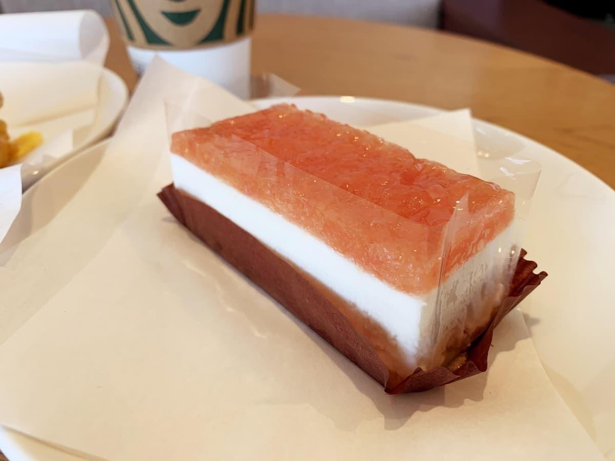スターバックス ピンクグレープフルーツ&ヨーグルトケーキ