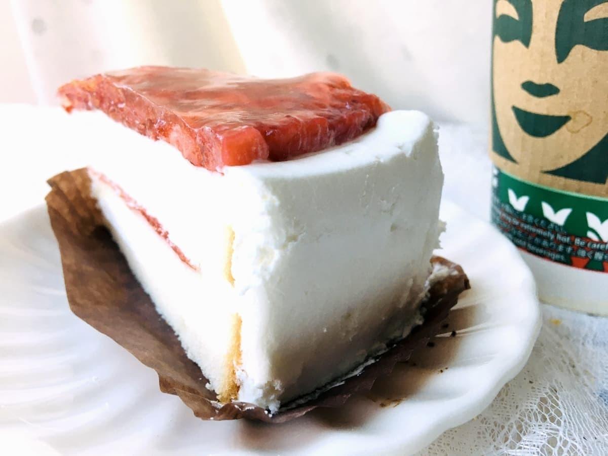スターバックスいちごのホワイトケーキ