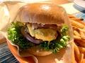 コストコのチーズバーガーはボリューム満点!絶品と噂のメニューとは