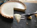 ねっとりベイクドとシュワっとレアが一度に味わえる【プレシア】チーズタルト