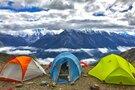 山逢の里キャンプ場は温泉が人気の屋外スポット!気になる設備や遊び方は?