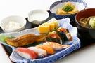 磯丸水産は新鮮な海鮮丼やボリューム満点の定食も味わえる!