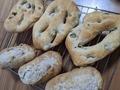 平たいフォルムの不思議なパン【フーガス】の魅力を総まとめ!美味しい食べ方は?