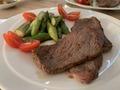 安い肉をおいしいステーキに仕上げるレシピをご紹介!やわらかくするコツも